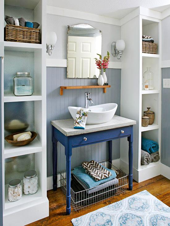 decoracao banheiro diy:No banheiro, os móveis antigos e mais rústicos também dão um